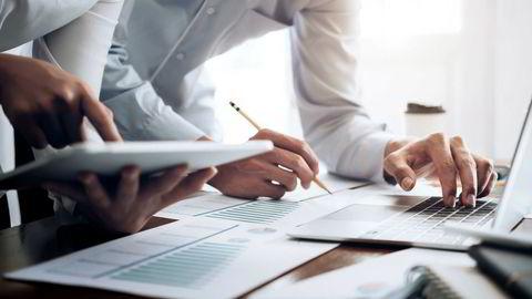 Klienter kan ha sterke incentiver til å påvirke verdiene. Det er vanskelig for verdsettelsesspesialistene alltid å motstå slikt press fra klienter.