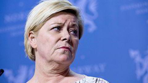 Mange prøver å påvirke finansminister Siv Jensen og finansdepartementet i påvente av en avgjørelse om hvem som skal få eie hva av Oslo Børs.