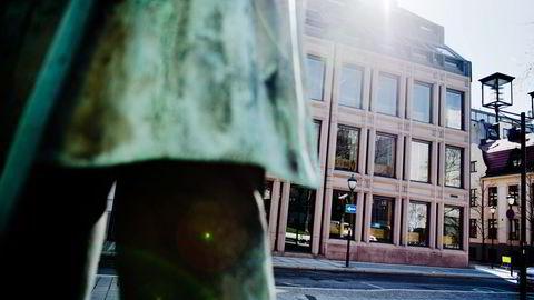 Norges Bank har oppnådd en årlig meravkastning på 0,26 prosentpoeng på aksje- og renteporteføljen siden 1998, skriver artikkelforfatteren. Foto: Fartein Rudjord