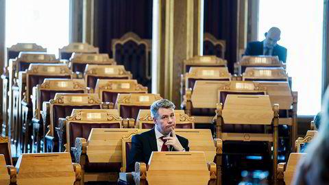 Justis- og beredskapsminister Per-Willy Amundsen debuterte i Stortingets spontanspørretime. Han viste en ny side av seg selv. Den tenksomme.