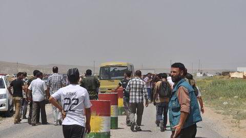 FANGET: Tusenvis av familier er drevet på flukt fra kampene mellom Den islamske staten (ISIL) og de kurdiske styrkene utenfor byen Sinjar vest for Mosul. Foto: