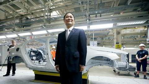 Geelys styreformann Li Shufu er i ferd med å bygge opp et globalt bilnettverk. Geely eier Volvo og er største eier i tyske Daimler – Mercedes' eierselskap. Selskapet vil kjøpe halvparten av Daimler-merket Smart, som har vært et tapsluk.