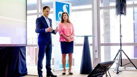 Konsernsjef Kristin Skogen Lund og avtroppende finansdirektør Trond Berger i Schibsted la frem kvartalstallene til selskapet tirsdag morgen.