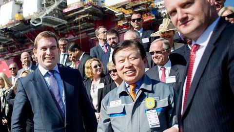 Songa-sjef Bjørnar Iversen (t.h.), her med hovedaksjonær Frederik W. Mohn (t.v.) og toppsjef Jae-Ho Ko ved Daewoo-verftet i Busan, Sør-Korea, under riggdåpen i 2014. Foto:  Mikaela Berg