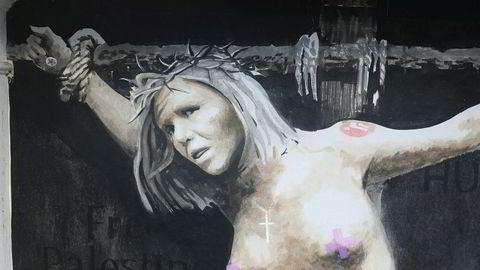 Natt til 2. Påskedag ble det malt et veggmaleri av stortingsrepresentant Sylvi Listhaug (Frp) på hjørnet mellom Hans Holmboe gate og Fosswinkelsgate i Bergen. Bildet med tittelen «Making a martyr» er nå solgt for en halv million kroner.