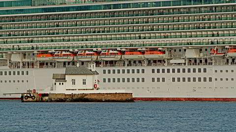 Ifølge domstolen lot kapteinen på cruiseskipet Azura (bildet), som eies av det britisk-amerikanske rederiet P & O Cruises, skipet forbrenne drivstoff som igjen førte til altfor høye utslipp av svovel.