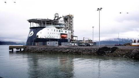 «Island Valiant» og «Island Constructor» (bildet) er øremerket for jobben. Foto: Per Ståle Bugjerde