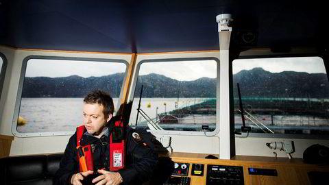 Her Mowi-sjef Alf-Helge Aarskog fotografert ved et av laksekonsernets anlegg i Flekkefjord.