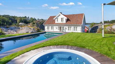 Tore Lie har investert betydelig i hytta, blant annet har han bygget saltvannsbasseng og boblebad. Nå selger han. Foto: Kurt Engen