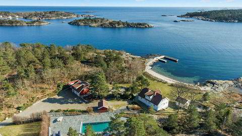 Dette er Vragviga utenfor Grimstad som kraftmegleren Einar Aas kjøpte av shippingarvingen Andreas Ove Ugland for 30 millioner kroner i 2015. Tidligere i vår ble den solgt for 32 millioner.