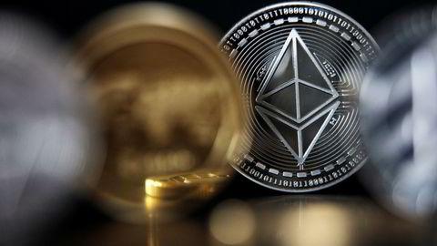 Mange nordmenn tjente godt på investeringene i kryptovaluta, som bitcoin og ethereum, i fjor.