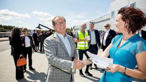 Iveland-ordføreren (Sp) Gro Anita Mykjåland er strålende fornøyd med storsatsingen fra Voss of Norway, og ABG-direktør og aksjonær Knut Brundtland får litt av æren.