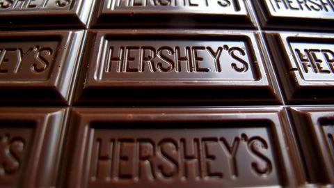 Sjokoladeplaten fra den tradisjonsrike amerikanske produsenten Hersheys blir likevel ikke en del av Mondelez-konsernet. Foto: Reuters/Mike Blake