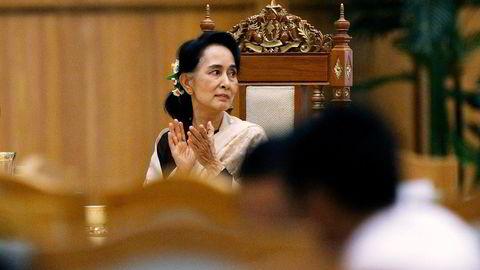 Fredsprisvinner og partileder Aung San Suu Kyi uttalte før valget i 2015 at hun skal stå over presidenten. Foto: Soe Zeya Tun, Reuters/NTB Scanpix