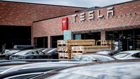 Tesla doblet i fjor antallet servicemedarbeidere. Her er Tesla Servicesenter på Rud i Bærum.