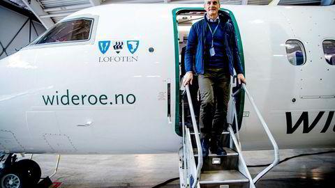 Jonas Gahr Støre har solgt seg ut av fondet som eide aksjer i fondsforvalteren KKR Inc. Her fra et valgkampbesøk hos Widerøe i Bodø.