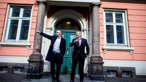 – Her har jeg solgt nr. 14, sier eiendomsmegler Terje Tinholt (til venstre) som nå forlater samarbeidet med Nils Nordvik og satser på et nytt eiendomsprosjekt.