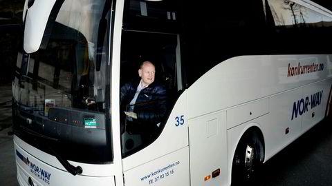 Stortinget skal be regjeringen «fremme forslag om at det innføres en ordning der staten kompenserer busselskapene for sosiale rabatter på ekspressbussruter».