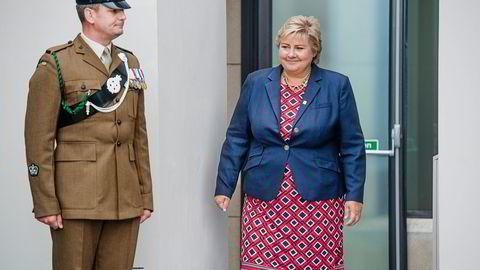 PÅ VAKT. – Linken mellom Nato-toppmøtet og nordområdene er sterk, sier statsminister Erna Solberg, som var en av de norske politikerne som deltok på toppmøtet i Wales torsdag og fredag. Derfra går turen til Tromsø. Foto: Hampus Lundgren