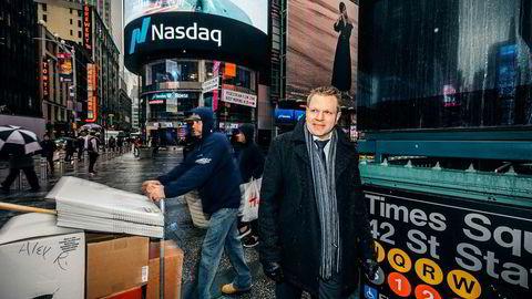 Sjefstrateg Leif-Rune Rein i Nordea Wealth Management har vært i møter med noen av verdens største banker i USA. De leter med lys og lykte etter ting som kan gå galt. Her utenfor Nasdaq-børsen i New York.