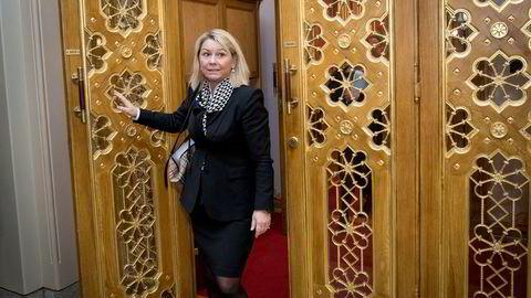 Monica Mæland frykter hele regionreformen kan ryke hvis Finmark og Troms ikke blir samlet til ett fylke. Her fotografert på vei ut av stortingssalen.