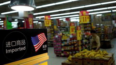 Amerikanske eksportvarer til en verdi av 50 milliarder dollar blir ilagt en toll på 25 prosent før de kan selges i kinesiske butikker, som denne i Shanghai.