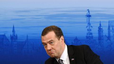 Russlands statsminister Dimitrij Medvedjev mener det er vanskelig å skape tillit mellom Vesten og Russland, men at det er mulig. Foto: Christof Stache/AFP/NTB Scanpix