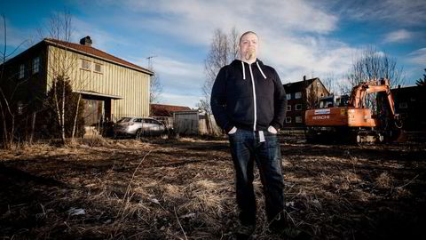 Huseier Kai Hansen ville vurdert flytting om han hadde fått tilbud om en erstatningsbolig. Nå er han fornøyd med tunnelen som blir bygget. Foto: