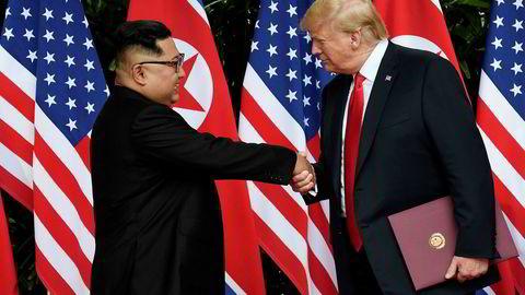 USAs president Donald Trump sier han gleder seg til å invitere Nord-Koreas Kim Jong-un til Det hvite hus. Tirsdag møttes de for første gang i Singapore.