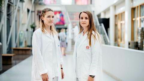 De nyutdannede legene Emilie Sollie Rud (26, til venstre) og Vilde Lie (27) har foreløpig ikke fått en begynnerstilling ved et sykehus.