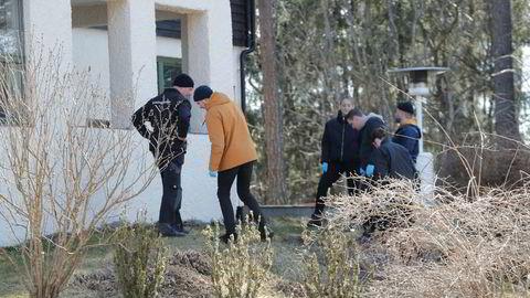 olitiet gjør nye undersøkelser rundt huset til den forsvunne Anne-Elisabeth Hagen på Lørenskog.