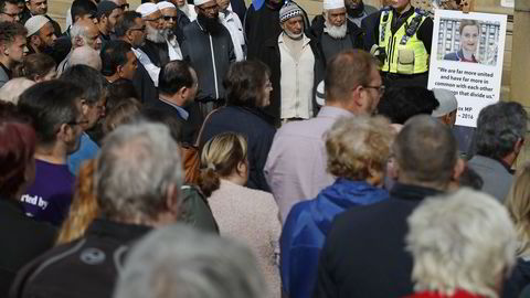 Fra en minnemarkering for parlamentsmedlem Jo Cox utenfor Leeds fredag.  Foto: Phil Noble / REUTERS / NTB SCANPIX