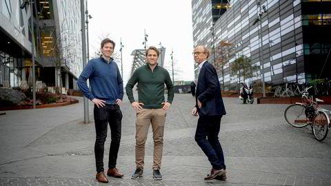 Tidligere oljefondssjef Knut N. Kjær (til høyre) tar steget inn i forbrukslånmarkedet som medeier i låne- og teknologiselskapet Kredd, og tror det vil gi mange nordmenn lavere rente. Her med gründerne Knut M. Ugland Jacobsen (fra venstre) og Andreas M. Talseth.