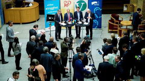 Her er stortingspolitikerne som har forhandlet om revidert nasjonalbudsjett: Hans Andreas Limi (Frp), Hans Olav Syvertsen (KrF) og Terje Breivik (Venstre) og Svein Flåtten (H)