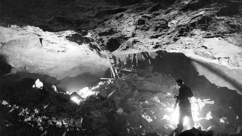 Malmverdien av Løkken-forekomsten er med dagens metallpriser mellom 40 og 50 milliarder kroner. Gruven der ble nedlagt i 1987. Det er usikkert om den ville blitt satt i drift om forekomsten ble funnet i dag, skriver artikkelforfatteren. Her fra gruvedrift i Wallenberg gruve i Løkken, 1946.