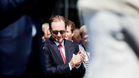Kjell Inge Røkkes Aker byr på gratis aksjer.
