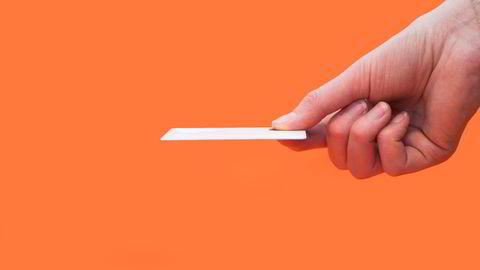 Zwipe har i seks år jobbet med fingeravtrykkslesere. Nå har de kommet dit at teknologien får plass i et adganskort, som har den samme størrelsen som et bankkort. Foto: Zwipe