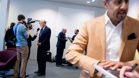 Michael Tetzschner (fra venstre), Martin Kolberg og Abid Q. Raja under en pause i Kontroll- og konstitusjonskomiteens behandling av Vimpelcom-saken på Stortinget. Foto: Håkon Mosvold Larsen/