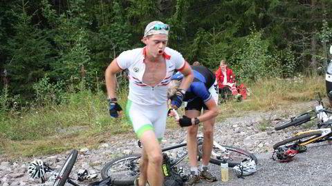 LØPER OG SYKLER: I Hof Duathlon løper og sykler deltakerne seg gjennom løypene som har henholdsvis 10 og 5 topper. FOTO: Tom Arne Akerholdt