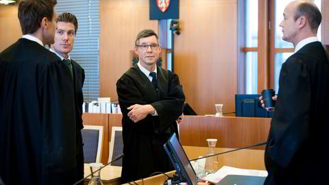 Fra venstre advokat Lars Christian Skjelvan, advokat Christian Flemmen Johansen, advokat Fredrik Sollie og politiadvokat Christian Stenberg i tingretten under Unibuss-saken. Foto: Skjalg Bøhmer Vold
