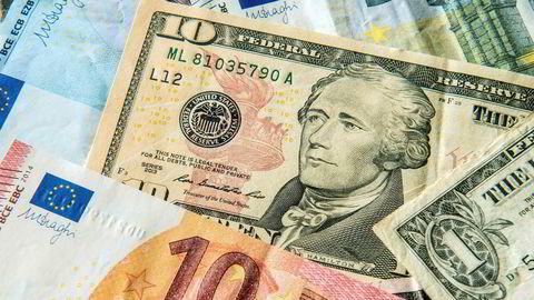 Investorer går til massesøksmål mot fem av verdens største investeringsbanker for å ha manipulert valutamarkedet.
