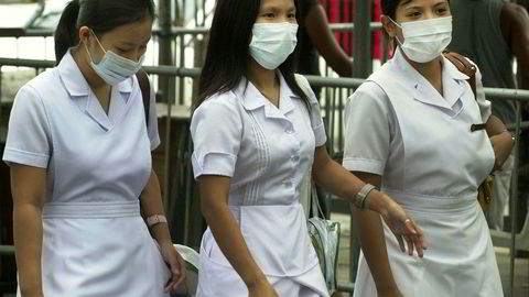 Filippinske og indiske sykepleiere blir stadig viktigere for Storbritannia, for å motvirke en alvorlig helsepersonellmangel.