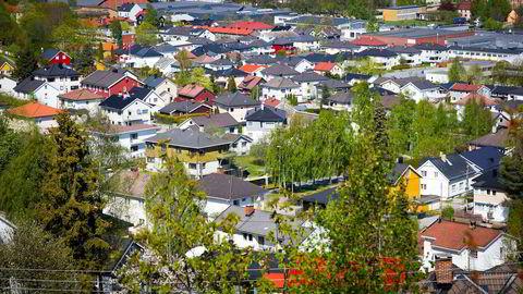 Kurt F. Buck, styreleder i Norges Eiendomsmeglerforbund, mener at det ikke er noen grunn til å overdramatisere boligprisfallet de siste to månedene.