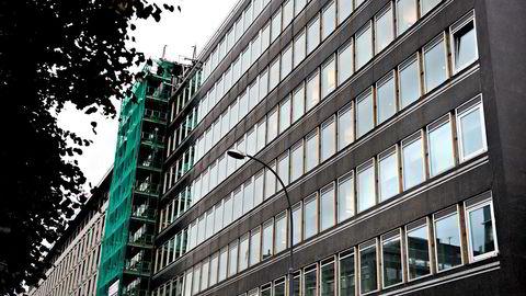 Edvin Austbø holder til i fjerde etasje i Haakon VIIs gate 6.
