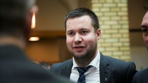 Senterpartiet vil fjerne dagens bomringer og erstatte dem med et GPS-basert system for avansert veiprising. Her er partiets næringspolitiske talsmann Geir Pollestad.