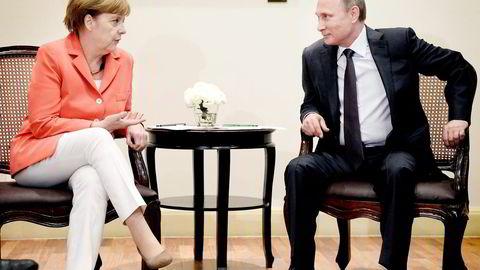 KREVER SVAR. Her fra et møte mellom Angela Merkel og Vladimir Putin i midten av juli. To uker senere vedtok EU og USA  sanksjoner mot Russland. Foto: Alexei Nikolsky, AP Photo/NTB Scanpix