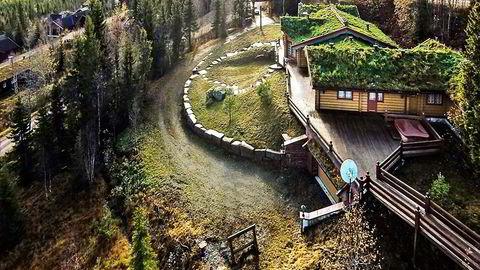 «En meget påkostet eiendom i Trysilfjellet sør» skriver Privatmegleren om hyttepalasset til Michael Schumacher. Hytta legges ut med en prislapp på 22,5 millioner kroner. Begge foto: Privatmegleren