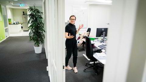 Trine Svendsen Tindeland (27) fikk fast jobb i Entro etter endte studier. Lønnen er ikke det viktigste, men også den er hun fornøyd med.