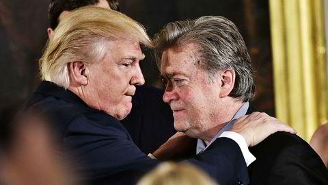 President Donald Trump og Steve Bannon, her sammen for to år siden.