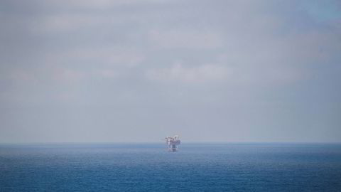 Mange omtaler situasjonen i Arktis som et forestående «cold rush» for å utvinne ressurser. Vi mener at «vente og se» er en smart strategi. For de som bryr seg om klimaet og for alle andres skyld, så kan strategien være å utvise tålmodighet. Bildet er fra Valhall-feltet i Nordsjøen.